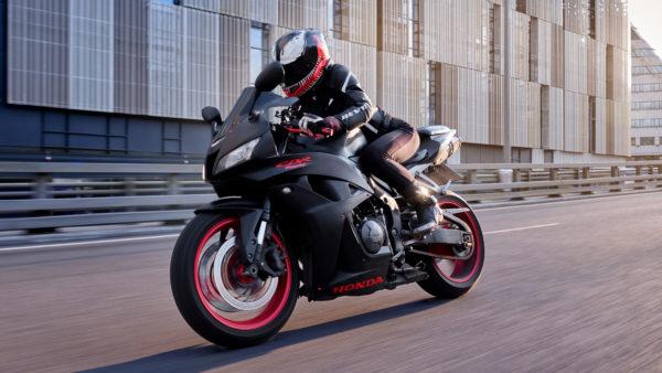 Honda CBR600RR Девушка на спортбайеке