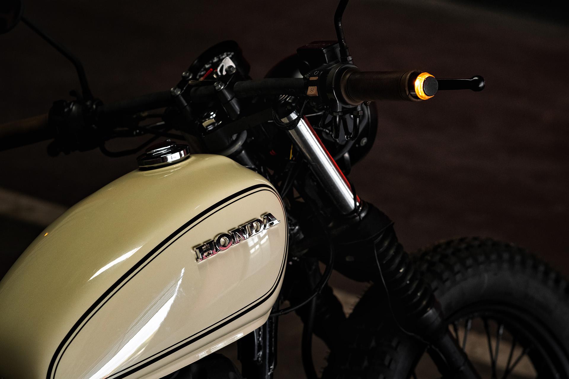 Honda CB400SS GIRL RIDER CUSTOM FLAT TRACK SCRAMBLER